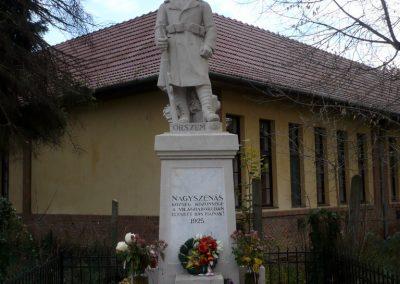 Nagyszénás I. világháborús emlékmű felújítás után 2014.11.20. küldő-Sümec (8)