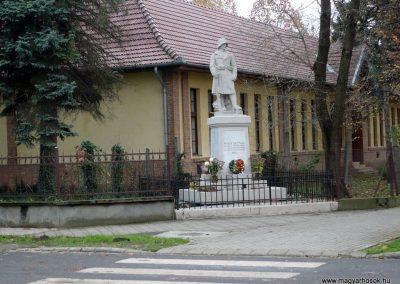 Nagyszénás I. világháborús emlékmű felújítás után 2014.11.20. küldő-Sümec (9)