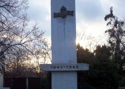 Nagyszénás II. világháborús emlékmű 2009.03.01. küldő-miki (1)