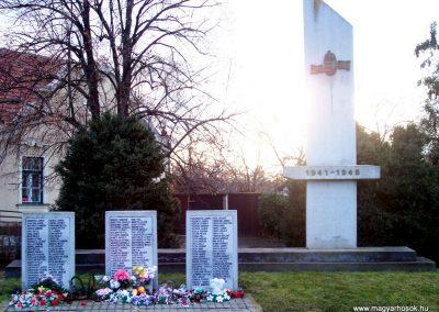 Nagyszénás II. világháborús emlékmű 2009.03.01. küldő-miki