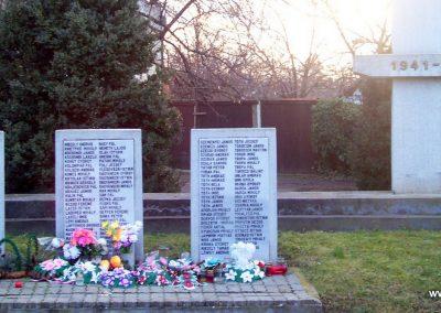 Nagyszénás II. világháborús emlékmű 2009.03.01. küldő-miki (6)