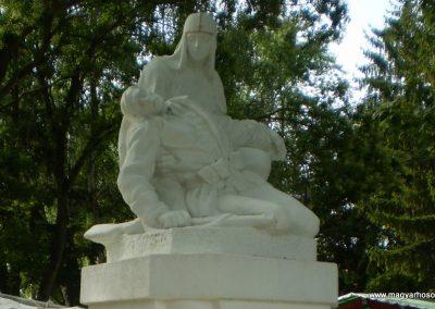 Nagyszakácsi I.vh emlékmű felújítás után 2009.07.31.küldő-SOLEN (1)