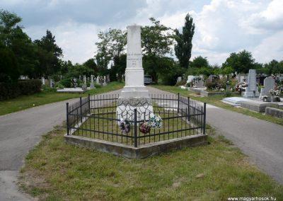 Nagyszalonta világháborús hősök emlékművei és síremlékei a temetőben 2013.06.29. küldő-Sümec (1)