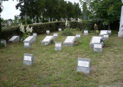 Nagyszalonta világháborús hősök emlékművei és síremlékei a temetőben 2013.06.29. küldő-Sümec (10)