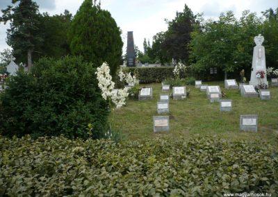 Nagyszalonta világháborús hősök emlékművei és síremlékei a temetőben 2013.06.29. küldő-Sümec (16)