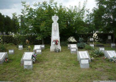 Nagyszalonta világháborús hősök emlékművei és síremlékei a temetőben 2013.06.29. küldő-Sümec (18)