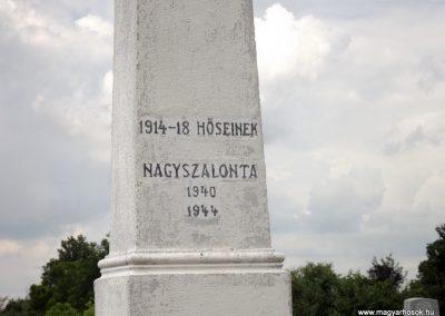 Nagyszalonta világháborús hősök emlékművei és síremlékei a temetőben 2013.06.29. küldő-Sümec (2)