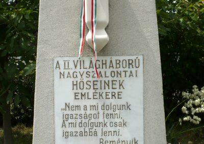 Nagyszalonta világháborús hősök emlékművei és síremlékei a temetőben 2013.06.29. küldő-Sümec (21)