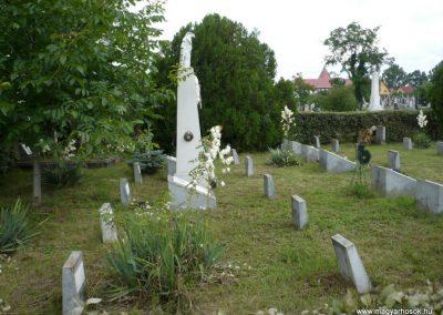 Nagyszalonta világháborús hősök emlékművei és síremlékei a temetőben 2013.06.29. küldő-Sümec (25)