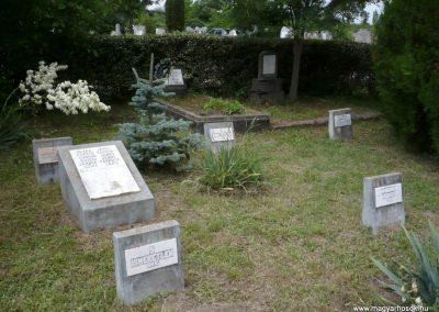 Nagyszalonta világháborús hősök emlékművei és síremlékei a temetőben 2013.06.29. küldő-Sümec (28)