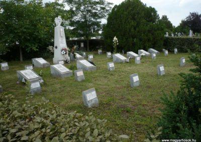 Nagyszalonta világháborús hősök emlékművei és síremlékei a temetőben 2013.06.29. küldő-Sümec (30)