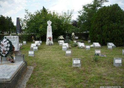 Nagyszalonta világháborús hősök emlékművei és síremlékei a temetőben 2013.06.29. küldő-Sümec (31)