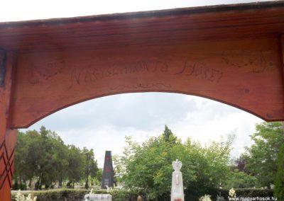 Nagyszalonta világháborús hősök emlékművei és síremlékei a temetőben 2013.06.29. küldő-Sümec (4)