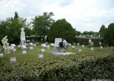 Nagyszalonta világháborús hősök emlékművei és síremlékei a temetőben 2013.06.29. küldő-Sümec (42)