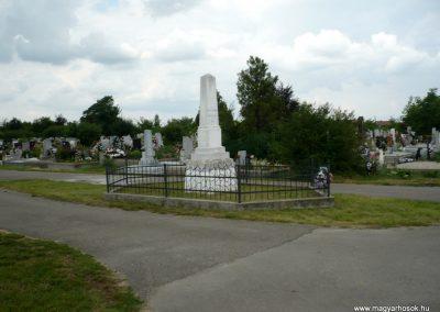 Nagyszalonta világháborús hősök emlékművei és síremlékei a temetőben 2013.06.29. küldő-Sümec (44)