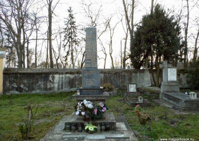 Nagyszarva világháborús emlékmű 2014.12.21. küldő-Méri (5)