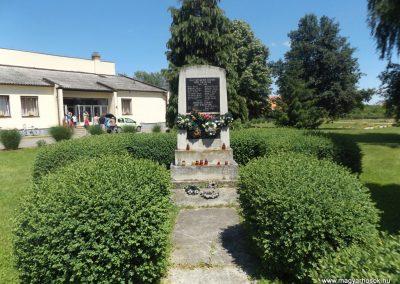 Nagyszekeres világháborús emlékmű 2017.05.28. küldő-kalyhas (1)
