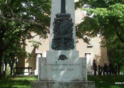 Nagytarcsa világháborús emlékmű 2008.05.10. küldő-Huszár Peti (2)