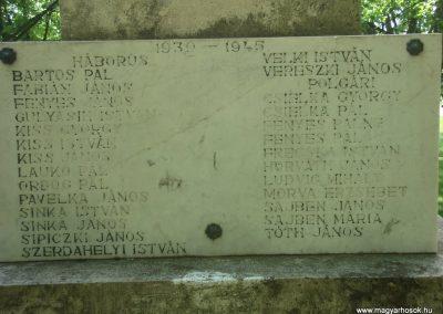 Nagytarcsa világháborús emlékmű 2008.05.10. küldő-Huszár Peti (5)