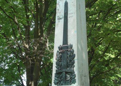 Nagytarcsa világháborús emlékmű 2008.05.10. küldő-Huszár Peti (6)