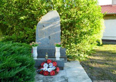 Nagyudvarnok világháborús emlékmű 2014.06.23. küldő-Méri
