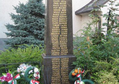 Naszály világháborús emlékmű 2008.07.02. küldő-Kályhás (5)