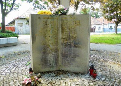 Nemesócsa II. világháborús emlékmű 2014.06.18. küldő-Méri (2)