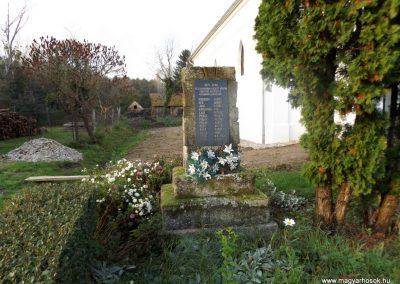 Nemeskisfalud I. és II. világháborús emlékmű 2014. 10.25. küldő-kalyhas (2)