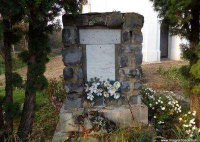 Nemeskisfalud I. és II. világháborús emlékmű 2014. 10.25. küldő-kalyhas (4)
