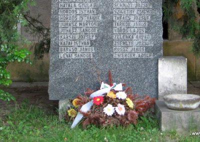 Neszmély II.vh emlékmű 2008.07.05. küldő-Kályhás (3)