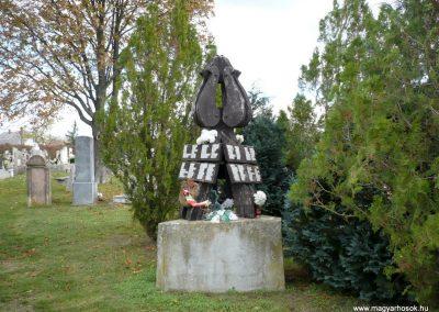 Noszlop világháborús emlékmű 2013.10.18. küldő-Sümec (3)