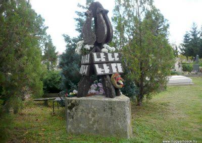 Noszlop világháborús emlékmű 2013.10.18. küldő-Sümec (5)