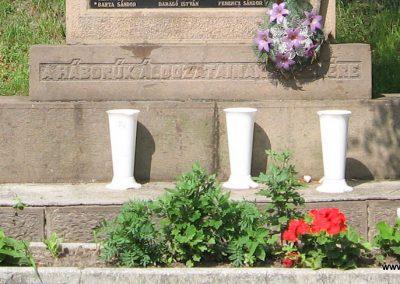 Novaj világháborús emlékmű 2007.06.15. küldő-kalyhas (3)