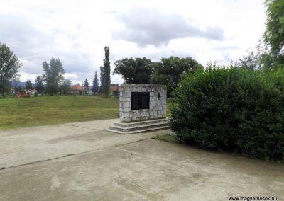 Novajidrány II. világháborús emlékmű 2014.08.24. küldő-kalyhas