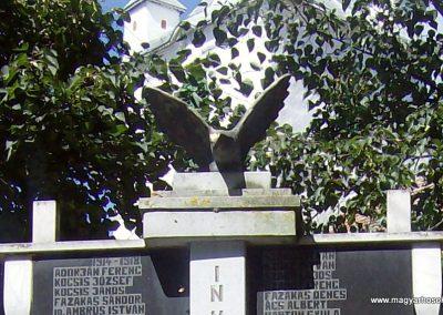 Nyárádszentmárton világháborús emlékmű 2011.08.14. küldő-Csiszár Lehel (2)