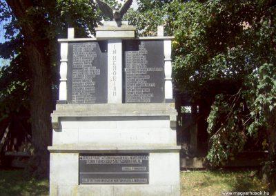 Nyárádszentmárton világháborús emlékmű 2011.08.14. küldő-Csiszár Lehel (6)