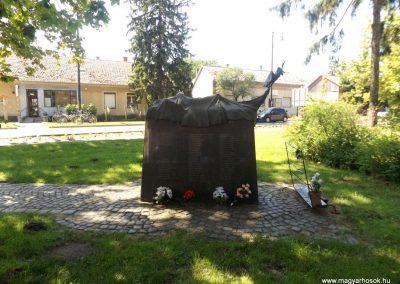 Nyíracsád világháborús emlékmű 2017.06.22. küldő-kalyhas (5)