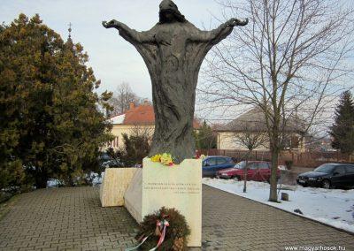 Nyíradony világháborús emlékmű 2014.02.07. küldő-kalyhas (1)