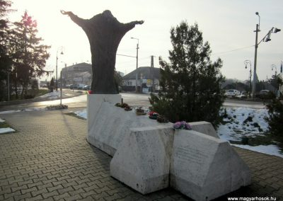 Nyíradony világháborús emlékmű 2014.02.07. küldő-kalyhas (14)