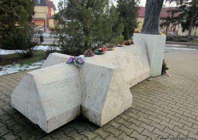 Nyíradony világháborús emlékmű 2014.02.07. küldő-kalyhas (7)