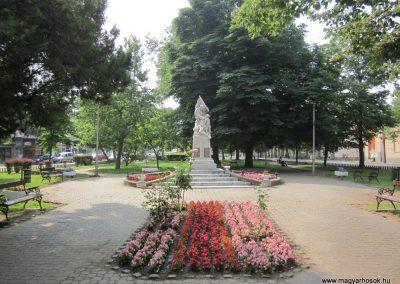 Nyírbátor világháborús emlékmű 2013.06.22. küldő-kalyhas (1)
