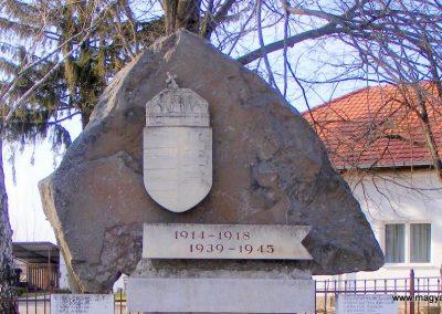 Nyírbogdány világháborús emlékmű 2013.04.08. küldő-Méri (1)