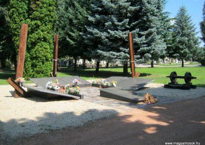 Nyíregyháza Északi temető. Elhurcoltak és hadifoglyok emlékműve. 2017.07.16. küldő-Emese (1)