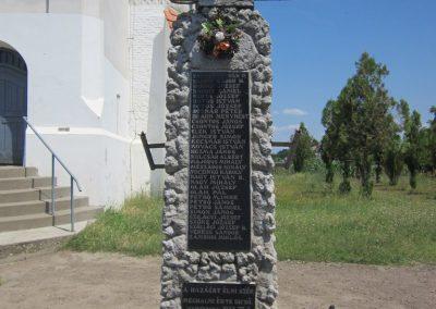 Nyíribrony I. és II. világháborús emlékmű 2013.07.08. küldő-kalyhas (2)