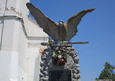 Nyíribrony I. és II. világháborús emlékmű 2013.07.08. küldő-kalyhas (3)