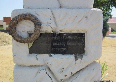 Nyírkarász világháborús emlékmű 2013.07.08. küldő-kalyhas (3)