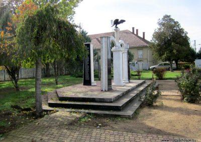 Nyírmihálydi világháborús emlékmű 2013.10.11. küldő-kalyhas (16)