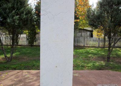 Nyírmihálydi világháborús emlékmű 2013.10.11. küldő-kalyhas (5)