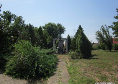 Nyírtura világháborús emlékmű 2013.07.08. küldő-kalyhas