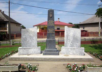 Nyírvasvári világháborús emlékmű 2014.08.04. küldő-kalyhas (2)